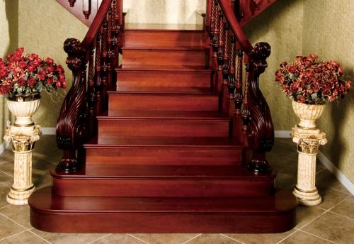 實木樓梯的特(te)性